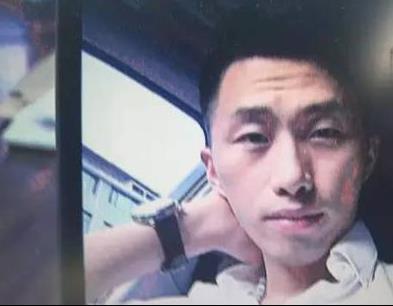 温州1男子假冒高富帅同时交往4个女友 车里搜出60张信用卡