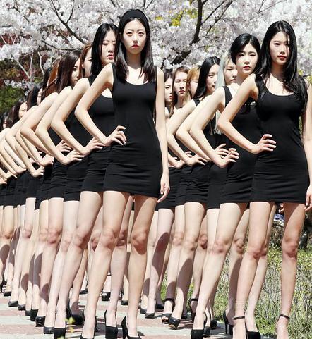 韩国女大学生组成的模特队