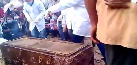 越南发现古代棺木:打开后让人胆战心惊