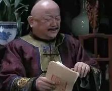 清朝官员在跪拜时为啥会先拍两下袖子