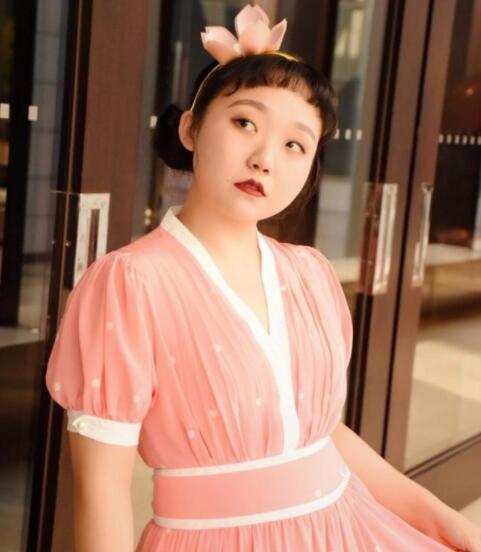 看到辣目洋子的童年照后,才知道胖女孩也有春天