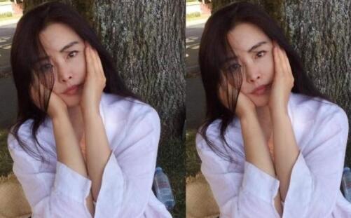 王祖贤晒自拍照:52岁皮肤光滑白皙,依旧女神范