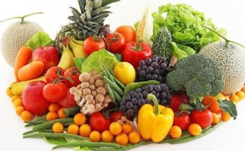 水果可别总生着吃,这4种水果煮熟后食用,营养翻倍