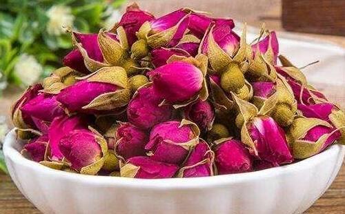 女人常喝玫瑰花茶有五大好处及如何挑选