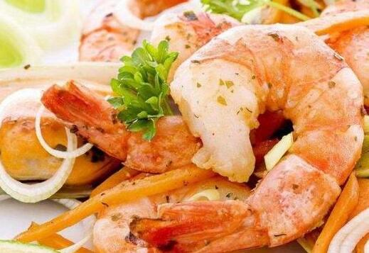 第一类,虾类   海鲜中的各种虾富含钙质,而钙是孕期胎儿骨骼发育