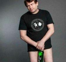 乔纳福尔肯拥有堪比啤酒瓶长度的下体,乔纳有老婆吗