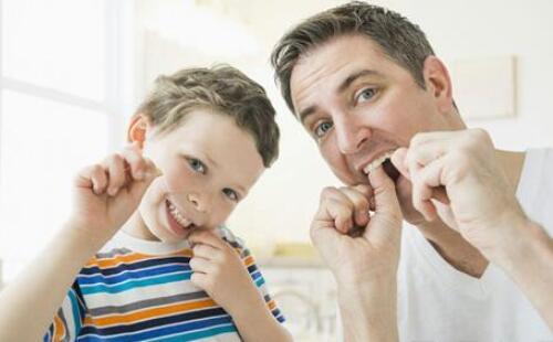 牙龈常出血是某些疾病的信号吗?三种方法快速止血
