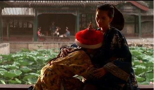 溥儀吃奶到什么時候:十歲時看到宮女還要吃奶