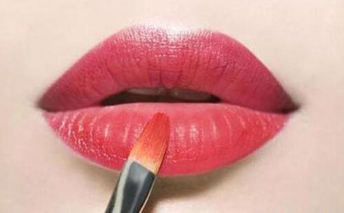 用唇刷涂口紅會更驚艷,十款平價好用的唇刷推薦