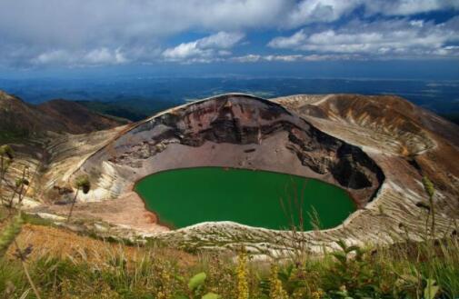 世界十大最美火山口湖泊排名,一生至少要去一处