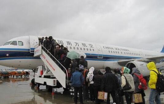 第一次坐飞机常见尴尬:坐飞机需要了解的8个实用知识