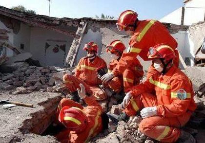 收到地震预警后10大保命要点,地震安全逃生手册