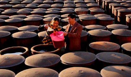 山西最大醋湖含15000噸老陳醋,可供山西人吃1個月