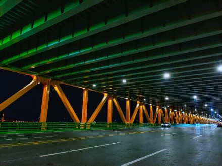 世界上跨度最大双层悬索桥通车,创多项世界之最