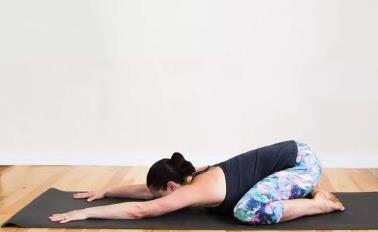 瑜伽动作图片大全:十个最简单的瑜伽动作