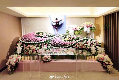 刘真灵堂开放追悼,为让妻子美美的离去辛龙很用心