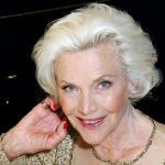 邦女郎布莱克曼去世,出演过007和复仇者等经典作品
