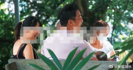 40岁明道》疑隐婚当爸,妻子是交往多年女艺人王婷萱?
