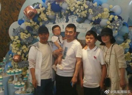 陈建斌二胎儿子生日宴照片曝光,好友张国立现身出席