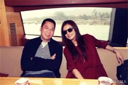 赵薇删除有关黄有龙的所有照片,网友猜测俩人已婚变