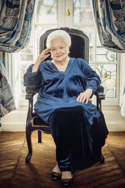 奥利维娅德哈维兰去世,乱世佳人最后一名主演梅兰妮