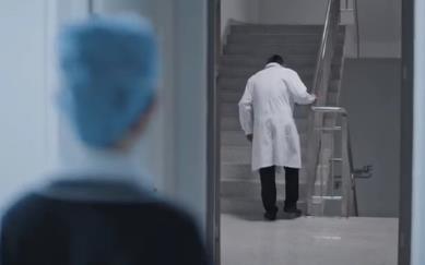 张嘉益演渐冻症张院长,张嘉译为什么改名