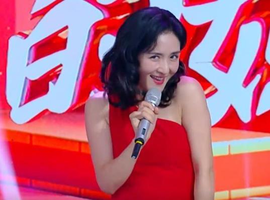 谢娜模仿刘敏涛唱歌,翻白眼一包春儿的精髓全get到