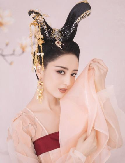 【追不停】佟丽娅唐装造型曝光,舞姿惊艳宛如仙女在人间